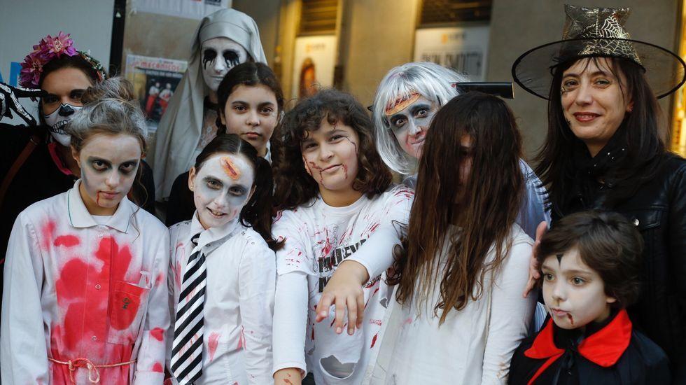 Zombis, muertos vivientes en la calle del Orzán- Samaín - Halloween