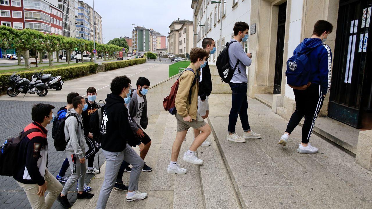 Los alumnos llegan al IES Ollos Grandes de Lugo