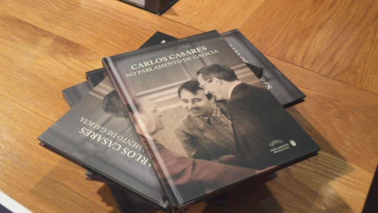 El Parlamento gallego edita un libro con los discursos de Carlos Casares como diputado