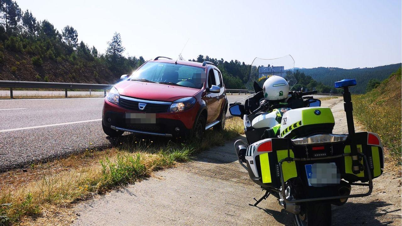 La Guardia Civil de Tráfico de Verín consiguió interceptar el vehículo rápidamente