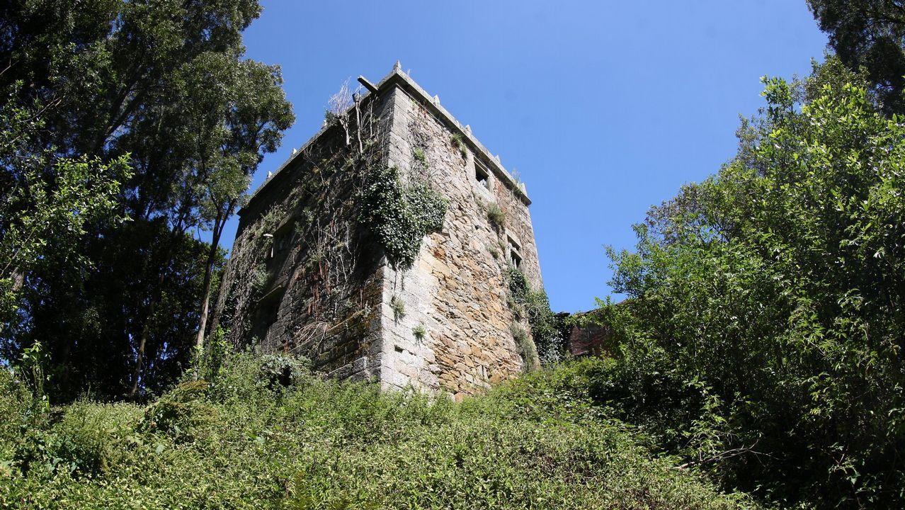 Torre da Penela (Cabana), muy deteriorada