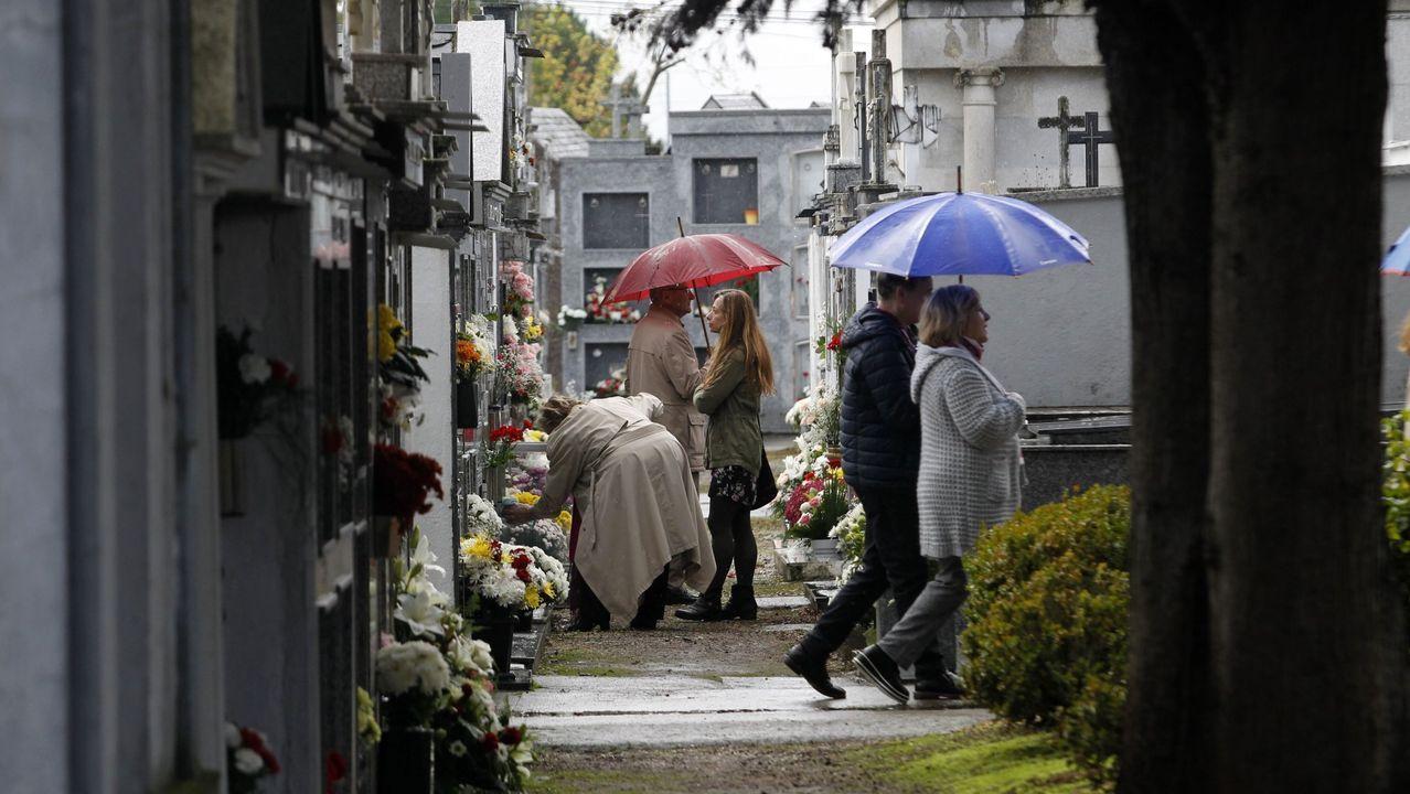 Hace dos meses que no se ven escenas como estas en el cementerio municipal de Monforte