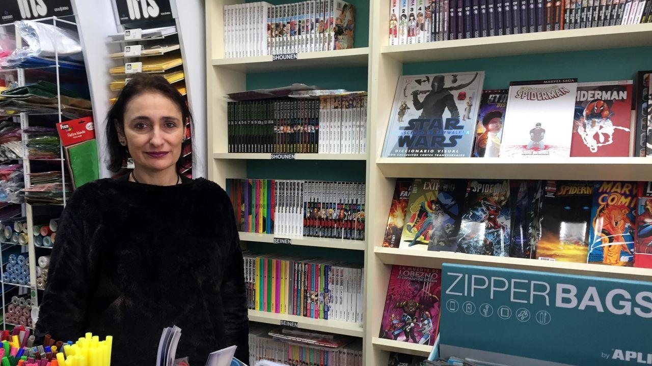 Rocío Rodriguez, na sección da súa librería dedicada aos cómics