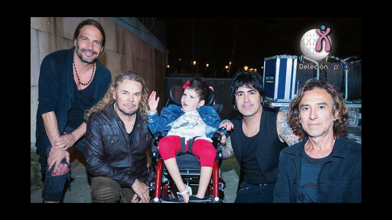 Cuando Maná actuó en Castrelos, en agosto del 2018, Marta pudo hacerse una foto con los mexicanos. Forma parte del calendario que la asociación hizo para el 2019
