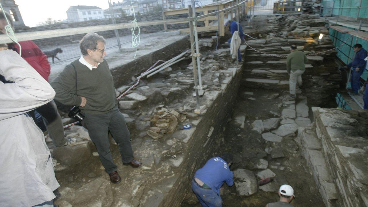 Un ejemplo de excavaciones en la Muralla. En el 2001 se descubrió el cuerpo de guardia en Porta Miñá y en el 2006 salía a la luz una nueva escalera