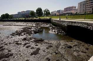 ethel.El proyecto de dragado de los lodos de la ría de O Burgo continúa pendiente de fechas y plazos