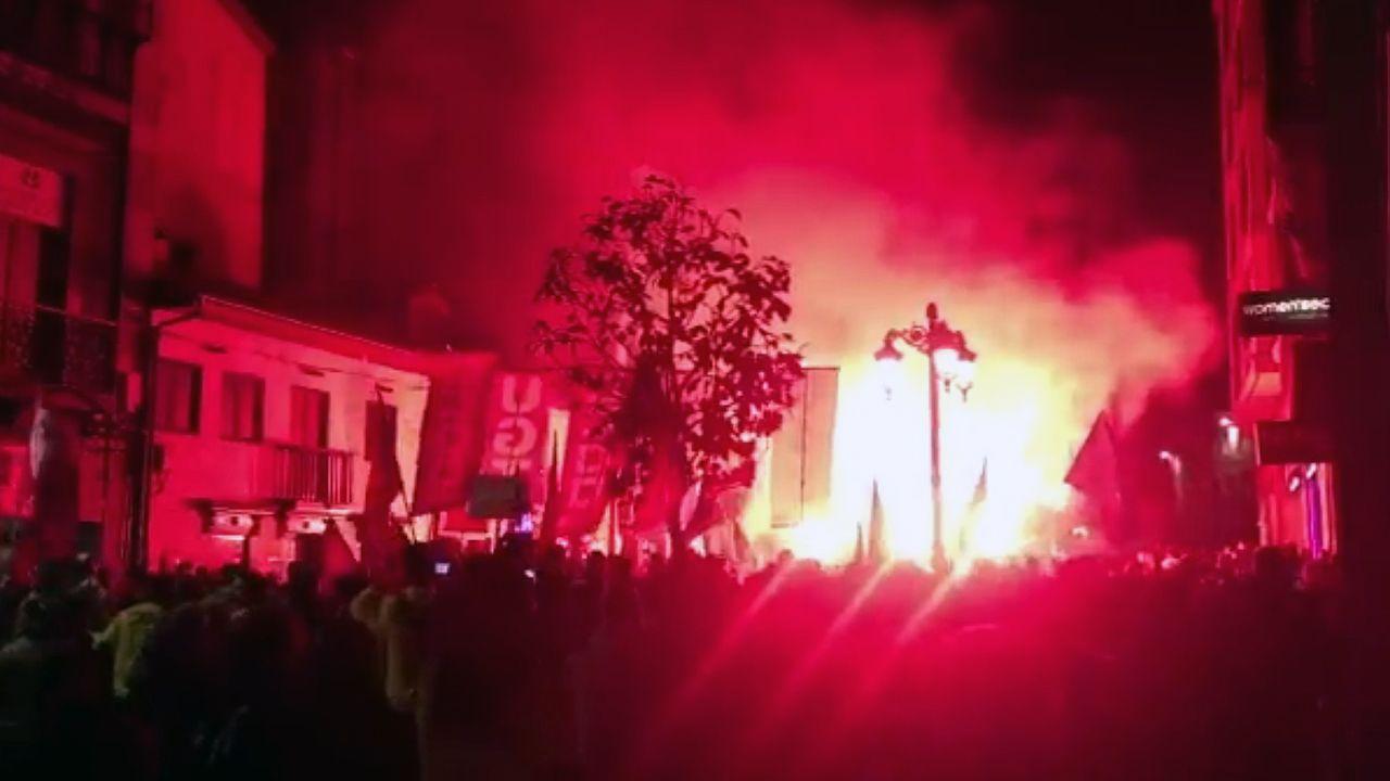 Bengalas en la manifestación en defensa de Alcoa en Avilés