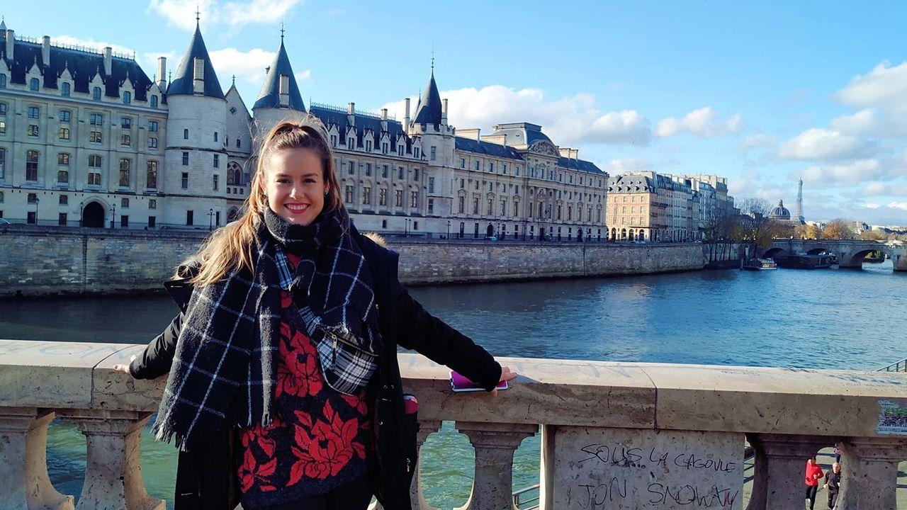 Verónica Crespo, una asturiana que trabaja en Francia como auxiliar de conversación, con niños de entre 13 y 18 años