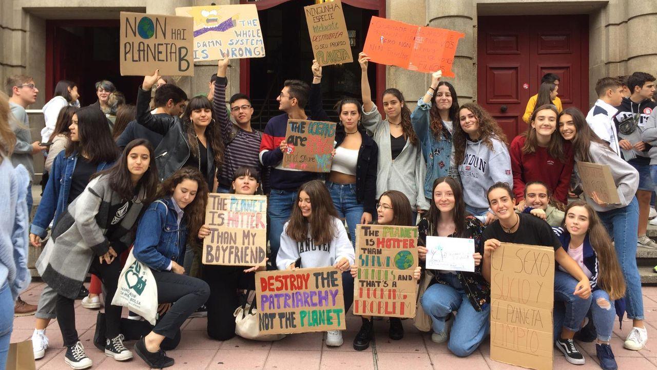 Manifestación de los jóvenes ourensanos contra el cambio climático.La nube contaminante sobre Gijón y Carreño que denuncia la Coordinadora Ecoloxista