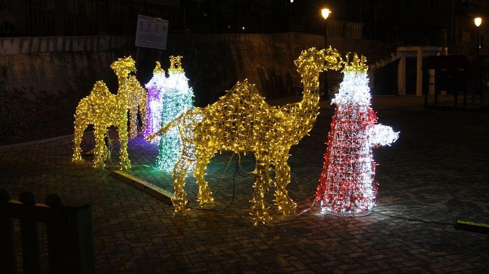 NAVIDAD EN CELANOVA.En Carballeda de Valdeorras hay un belén luminoso