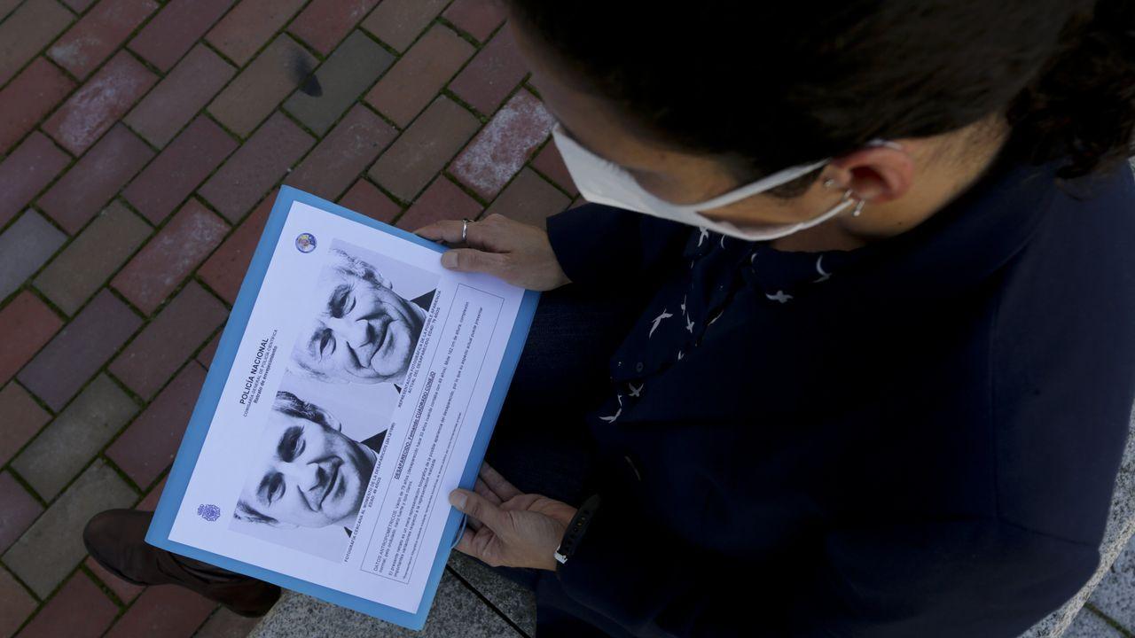 La hija del doctor Cuadrado, desaparecido en 1990, muestra una foto de su padre, con 49 años, junto a otra de cómo sería ahora, con 79