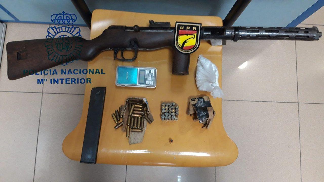 Arma y munición incautadas por la Policía Nacional
