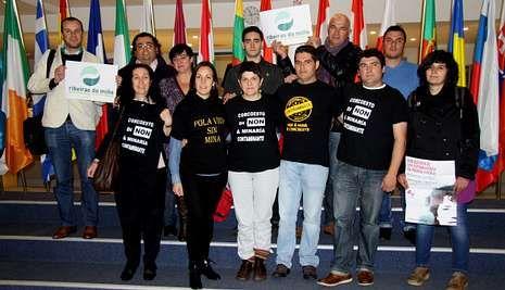 Representantes de la varias plataformas gallegas estuvieron este miércoles en el Parlamento Europeo.