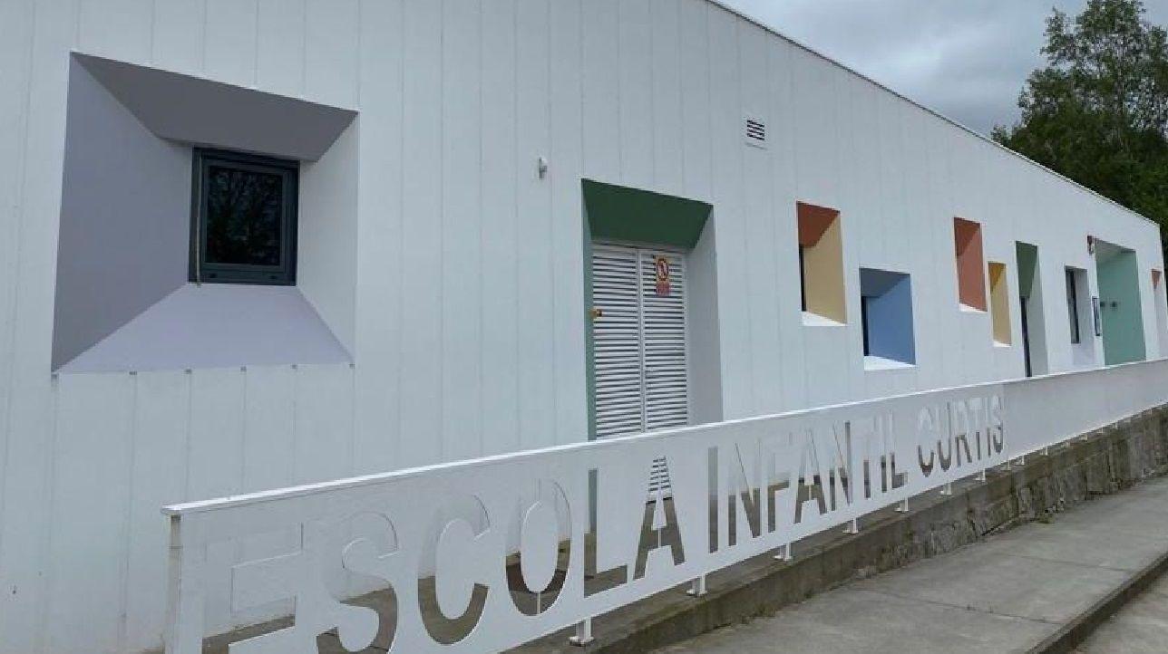 Galicia lidera las cárceles con módulos mixtos.José Luis López Miraz y Noemí Presedo Vázquez, a la izquierda, toman el relevo al frente del bodegón O Prestige en A Coruña