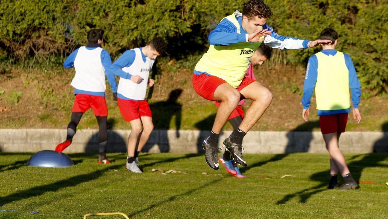 Natxo sobre Carles Gil: «Si se va, que se vaya».Los jugadores del Tenerife celebran un gol marcado a la UD Las Palmas
