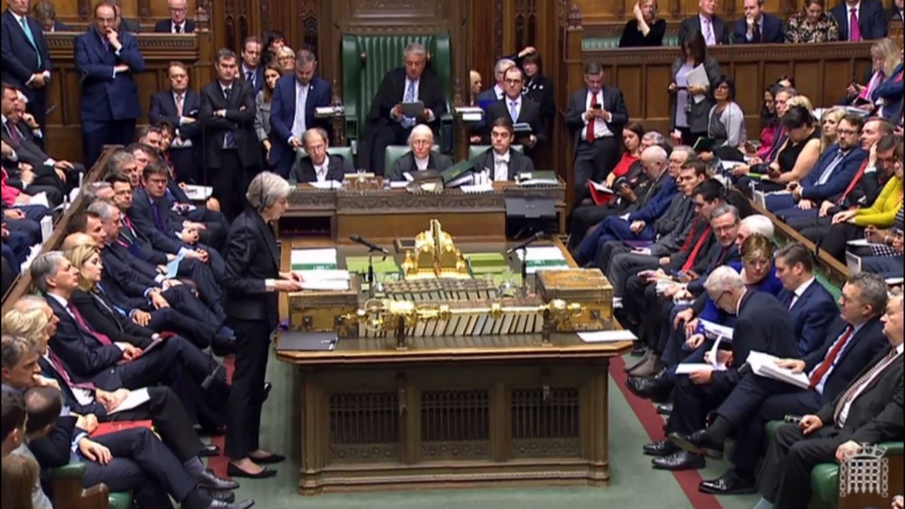 May defiende el brexit ante el Parlamento británico
