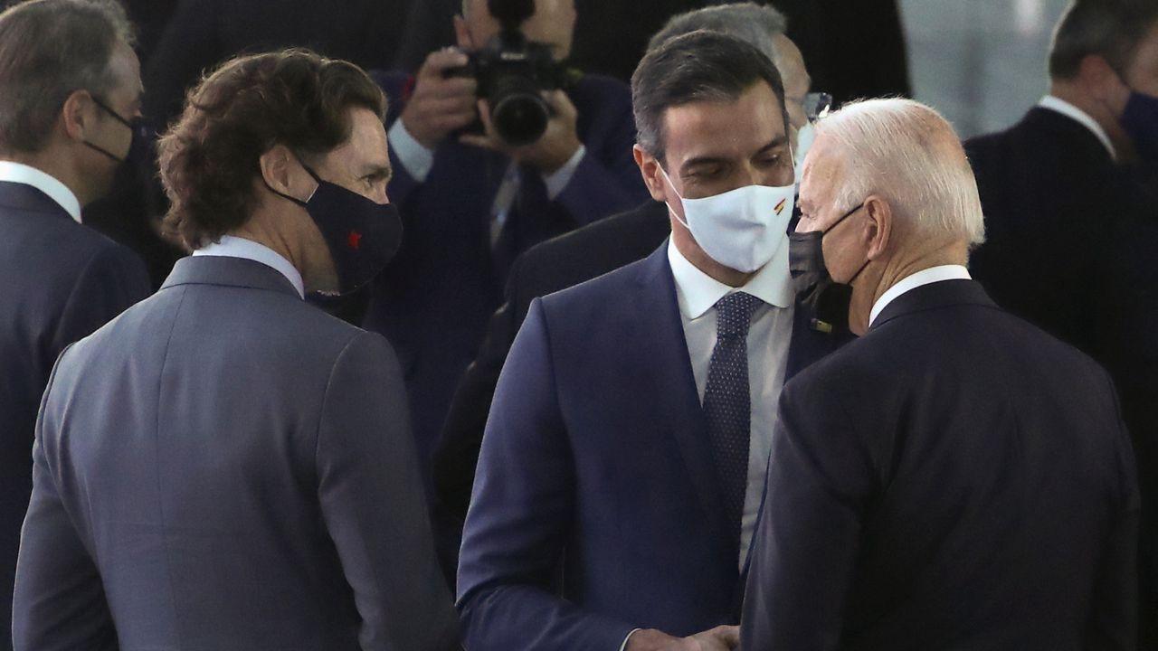 Breve encuentro entre Joe Biden y Pedro Sánchez.El presidente del Gobierno, Pedro Sánchez, se reunió este lunes con el primer ministro de Reino Unido, Boris Johnson, en el marco de la cumbre de la OTAN