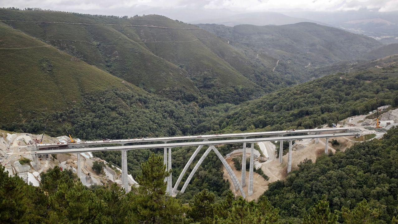 Obras en la variante de Pajares.Imagen del viaducto de Teixeiras, una de las estructuras ya terminada que ponían en peligro los plazos
