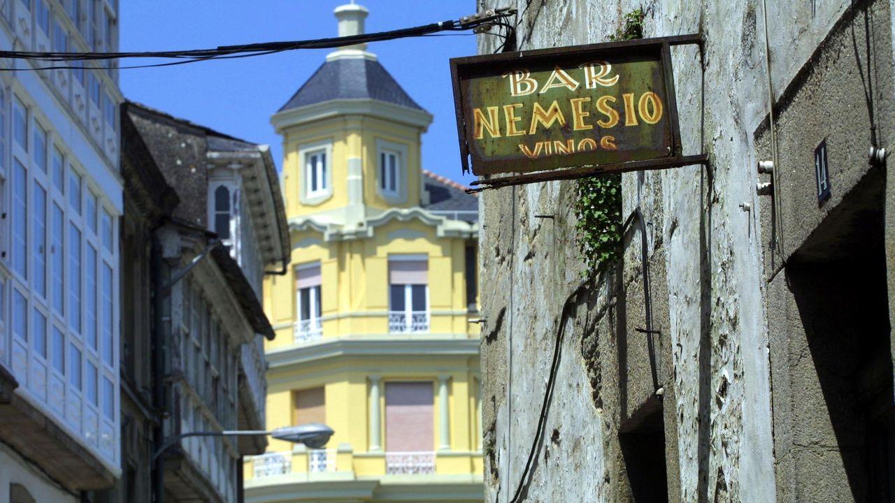 Cartel del Bar Nemesio, en Campo Castelo, pegado a la Porta do Cárcere, en el 2001