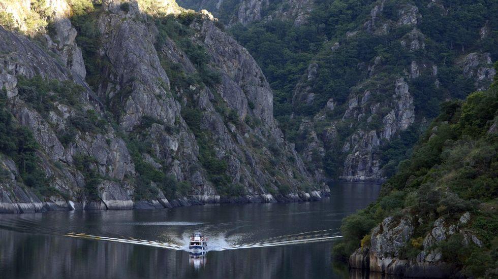 La embarcación que recorre el cañón del Sil, en una imagen de archivo
