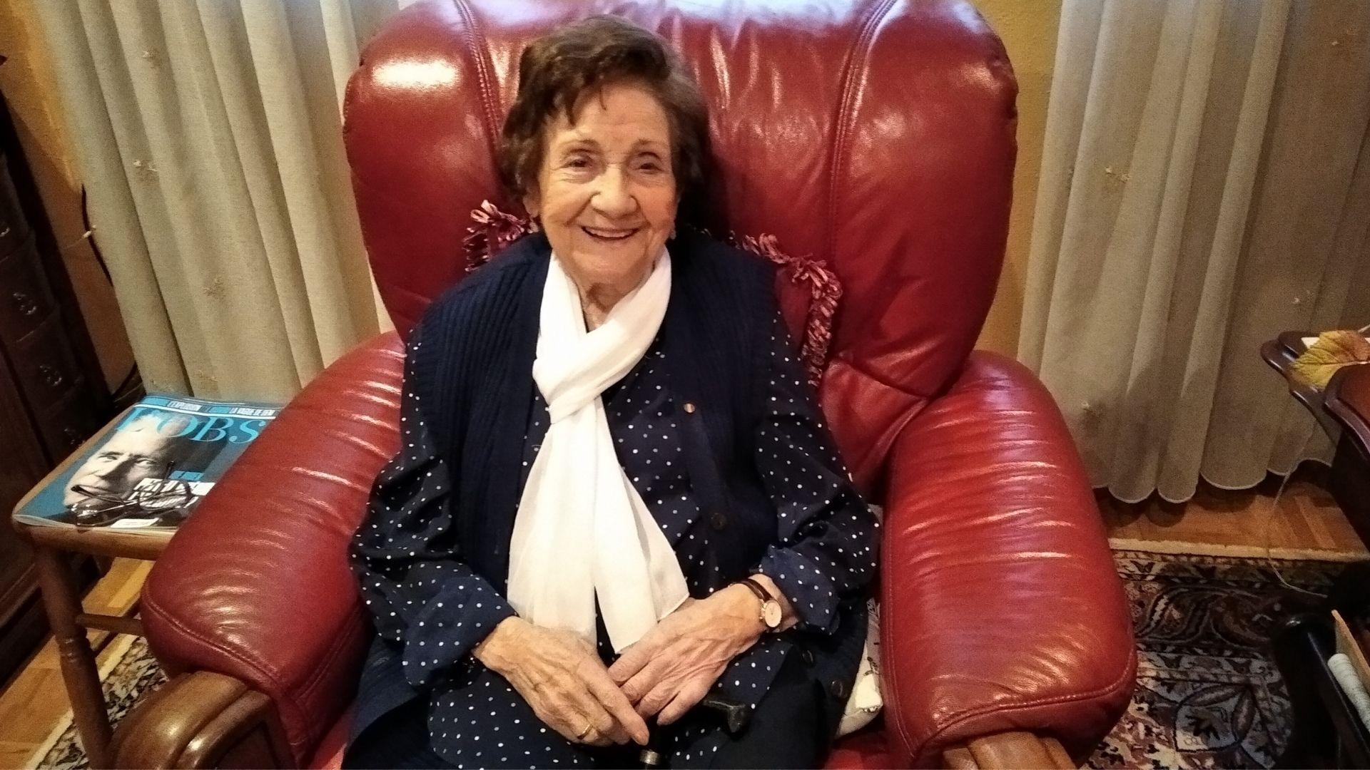 Ángeles Flórez, Maricuela, recién cumplidos los 102 años, en el salón de su casa