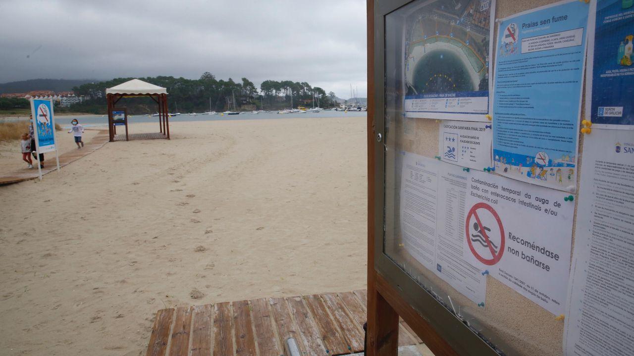 Fuerte resaca en la playa del Orzán.Espuma en la playa de El Puerto, en Castrillón