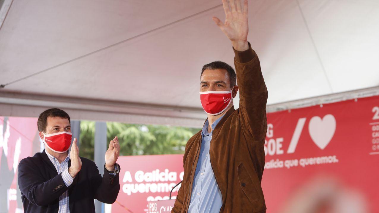 Gonzalo Caballero aplaude a Pedro Sánchez en el mitin que ofrecieron el pasado 27 de junio en Ourense