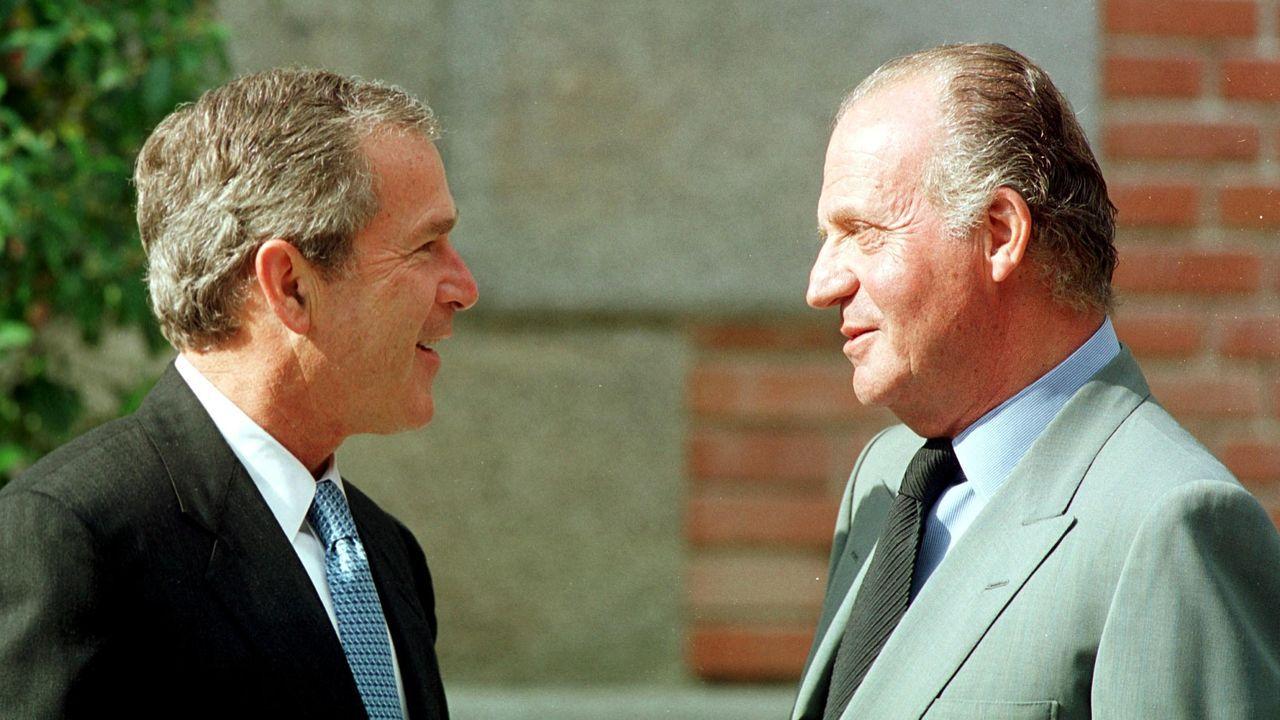 RECEPCION EN EL PALACIO DE LA ZARZUELA EN MADRID AL PRESIDENTE DE LOS ESTADOS UNIDOS EE.UU GEORGE W. BUSH, QUE DEPARTE CON EL REY JUAN CARLOS I