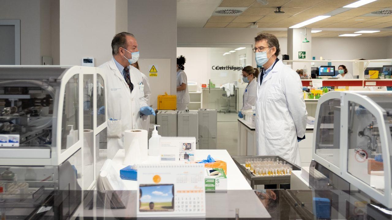 Recogida de muestras en el Hospital Virxe da Xunqueira de Cee para detectar el coronavirus