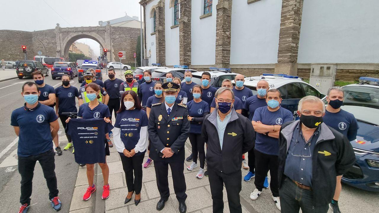 Agentes de la Policía Nacional de Lugo hicieron el Camino hasta Santiago en un solo día