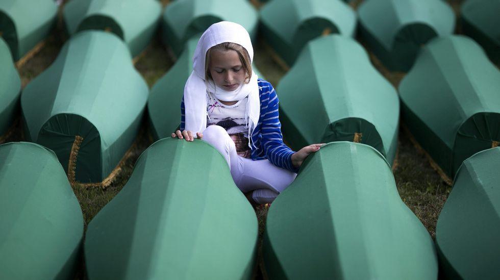 Memorial de la matanza de Srebrenica.Manuel, en el rincón de su casa donde guarda la correspondencia con la familia real