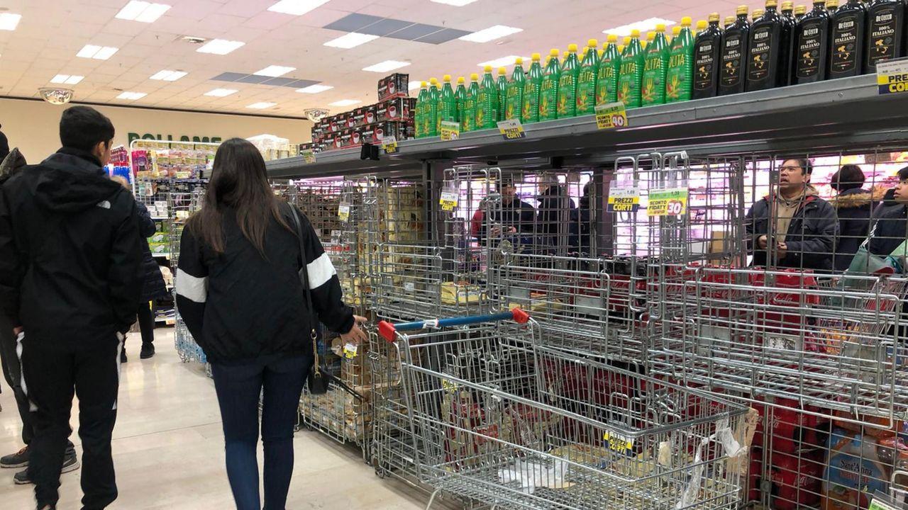 Los supermercados del norte de Italia se estan desabasteciendo