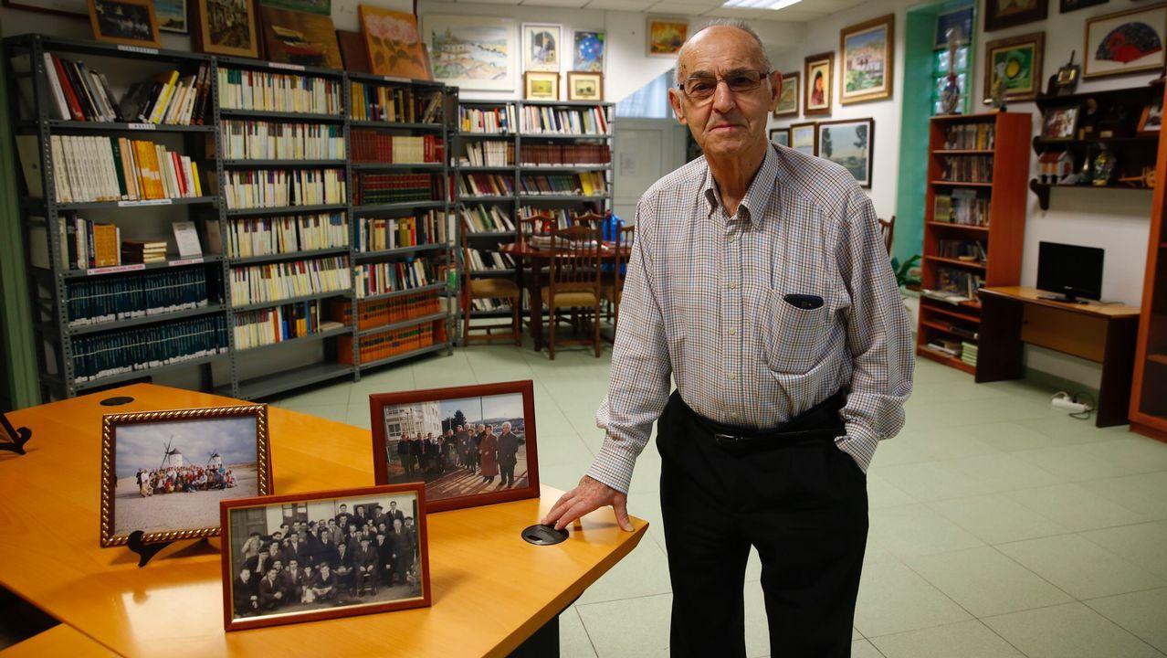 Cartel.Feijoo recibió críticas por sus palabras sobre el cuadro de Castelao durante la recepción de la obra