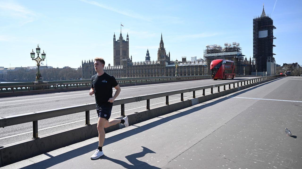 Las únicas personas que salieron a la calle en Londres lo hicieron para hacer ejercicio, permitido por Boris Johnson.