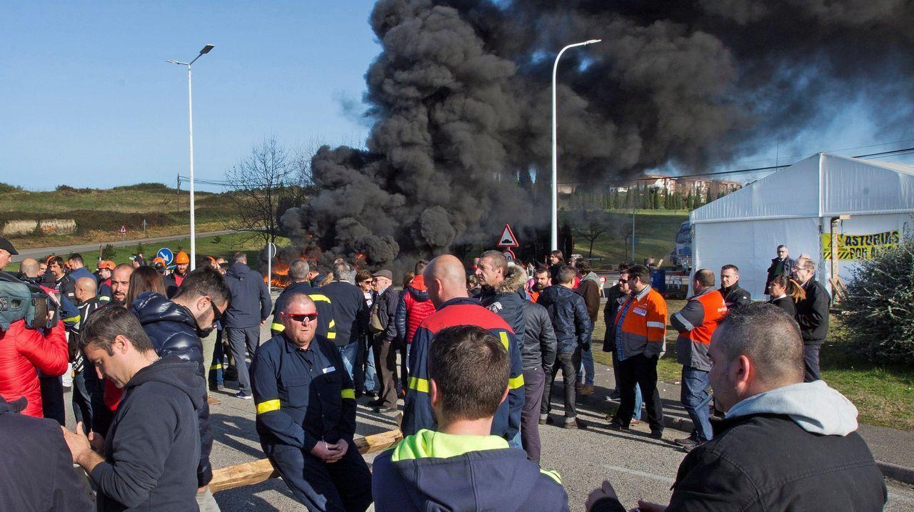 Infeliz Navidad en Alcoa.Trabajadores de A Coruña se desplazaron a Madrid para protestar a las puertas del hotel donde se negocia