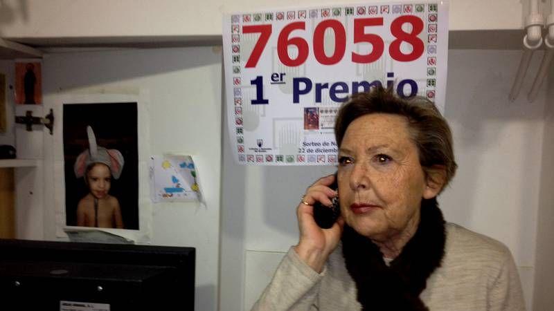 Protesta delante de la oficina de NCG de A Coruña ante plan de despidos