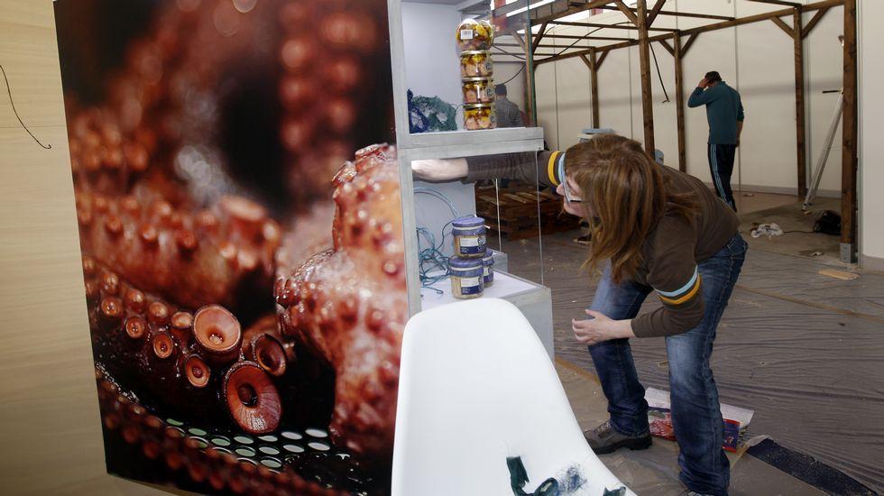 Arranca la Feria Expomar en Burela.La feria náutico-pesquera abre hoy, por la mañana y por la tarde, y mañana, domingo, solo por la mañana.