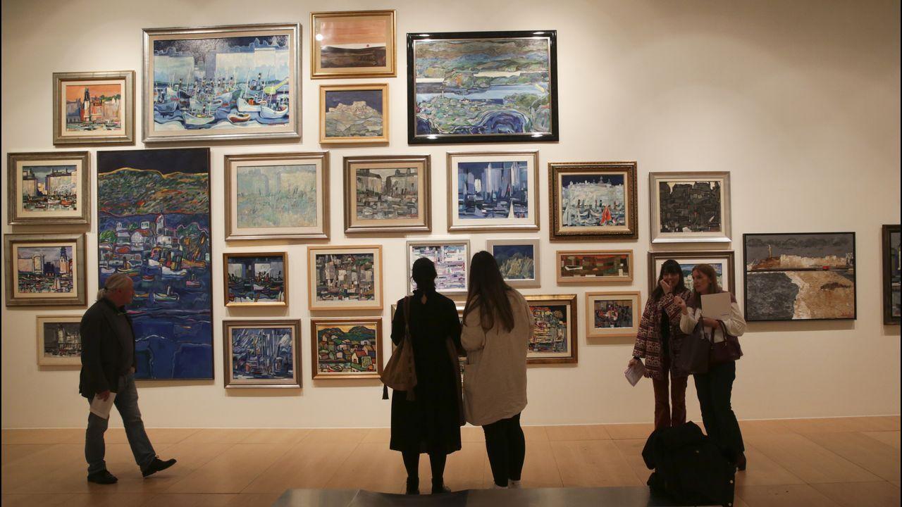 La exposición plantea un montaje barroco en algunos casos, diverso, rítmico y atractivo