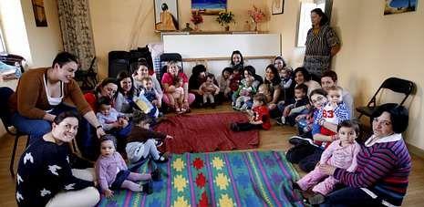 Usuarias de Preescolar na Casa, en la reunión celebrada este miércoles en el local cedido por Mulleres Rurais.