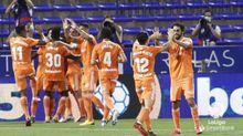 Los jugadores del Oviedo celebran uno de los tantos ante el Zaragoza