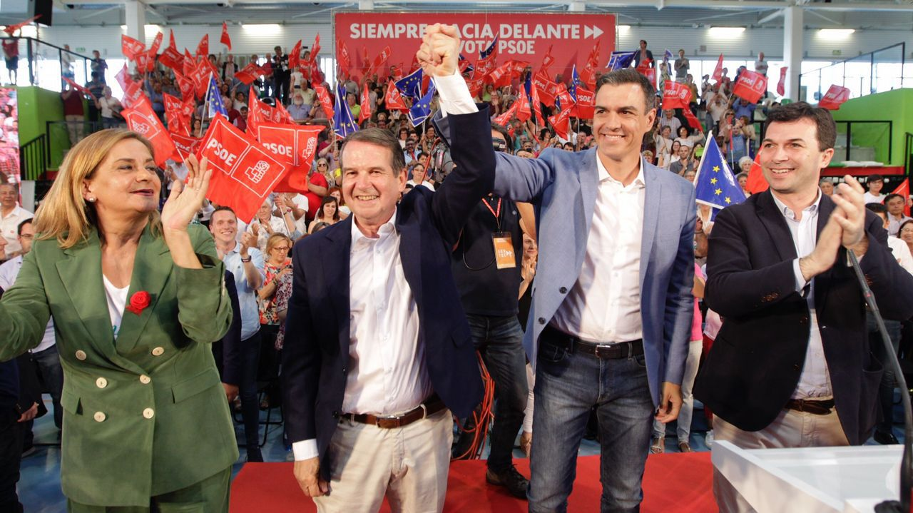 Pedro Sánchez asiste en Vigo a un mitin multitudinario en apoyo de su candidato, Abel Caballero