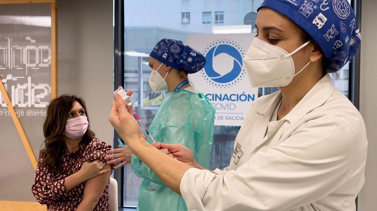 Vacunación contra el covid de docentes en el hospital de Ourense