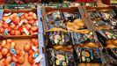 Estanterías de un supermercado en Burela
