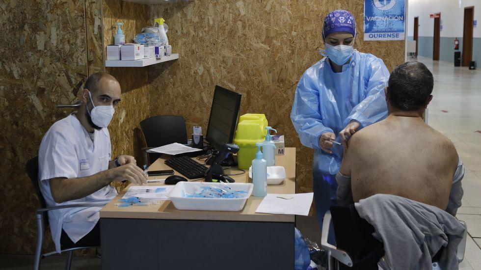 Un total de 2.100 ourensanos de entre 60 y 65 años estaban citados para vacunarse en Expourense este viernes