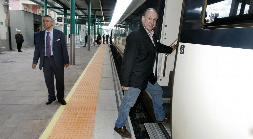 Tito Díaz coge cada día el tren a las 9.20 en la estación de Vilagarcía. «Volver a mi casa cada noche tiene mucho valor para mí», dice.