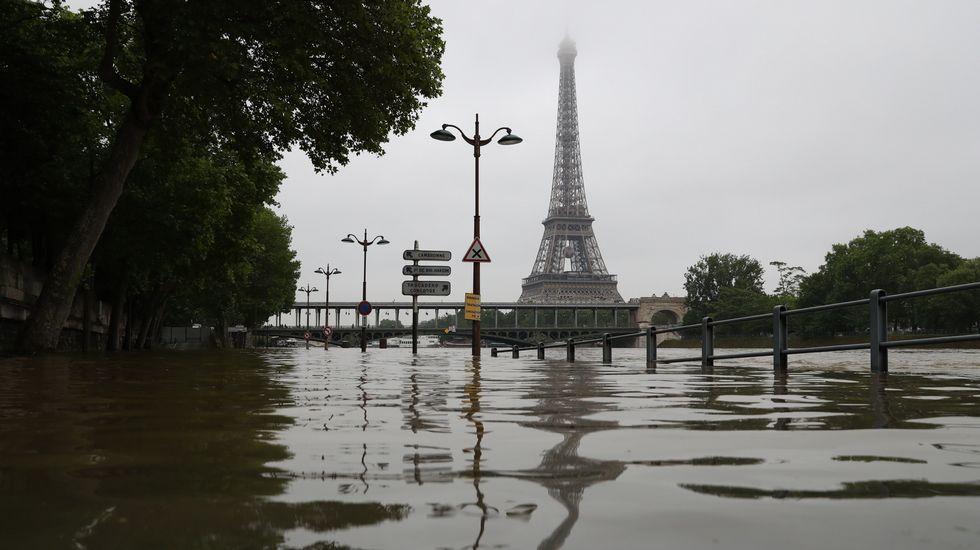 París se inunda y cierra el Louvre y el d'Orsay