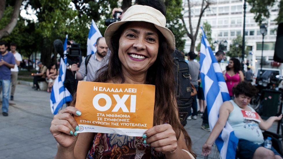 Grecia sale a la calle para festejar el no