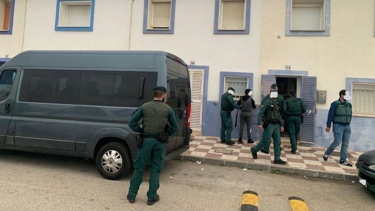 Marcha en el centro de A Coruña por el asesinato de Diego Bello.Registros policiales durante la operación contra el narcotráfico
