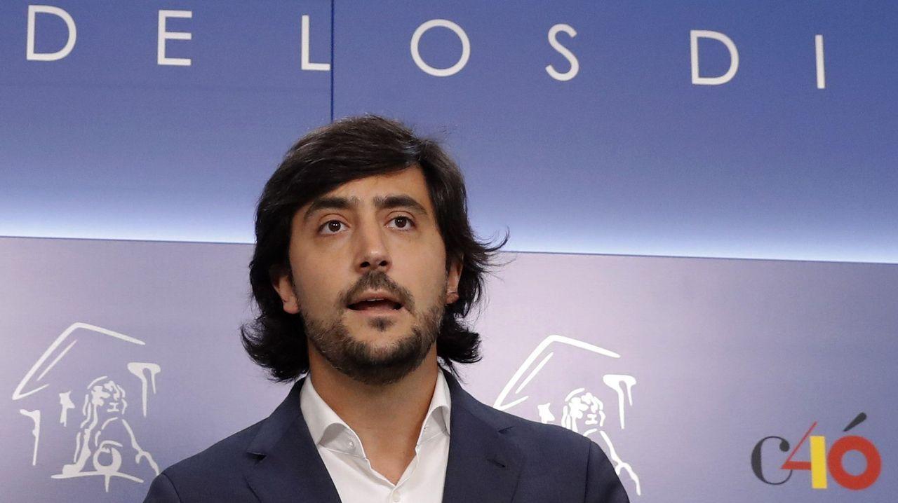 Toni Roldán abandona Ciudadanos por su giro a la derecha.Toni Roldán anunció su renuncia en una rueda de prensa en el Congreso de los Diputados