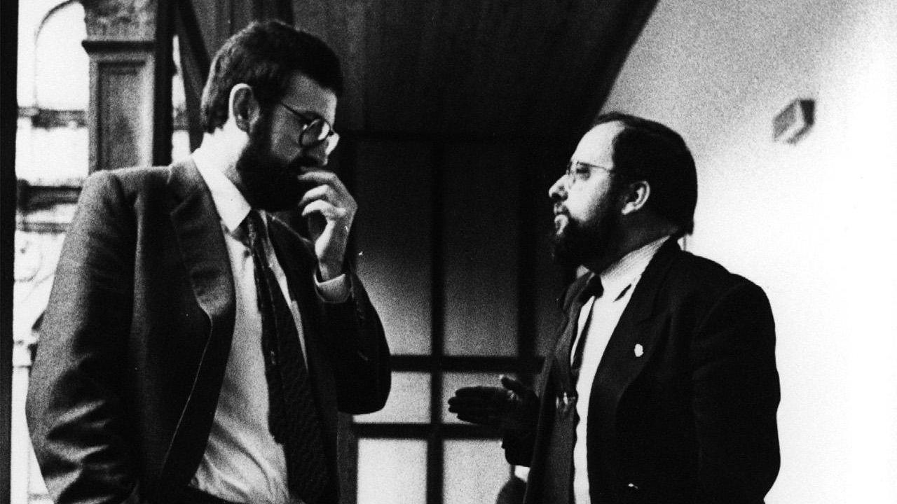 Mariano Rajoy y Xosé Luís Barreiro, conversando en el Pazo de Fonseca en 1987